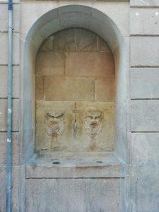 Fuente cercana en el carrer de la Unió, que quizá se pareciera a la de Santa Margarita.